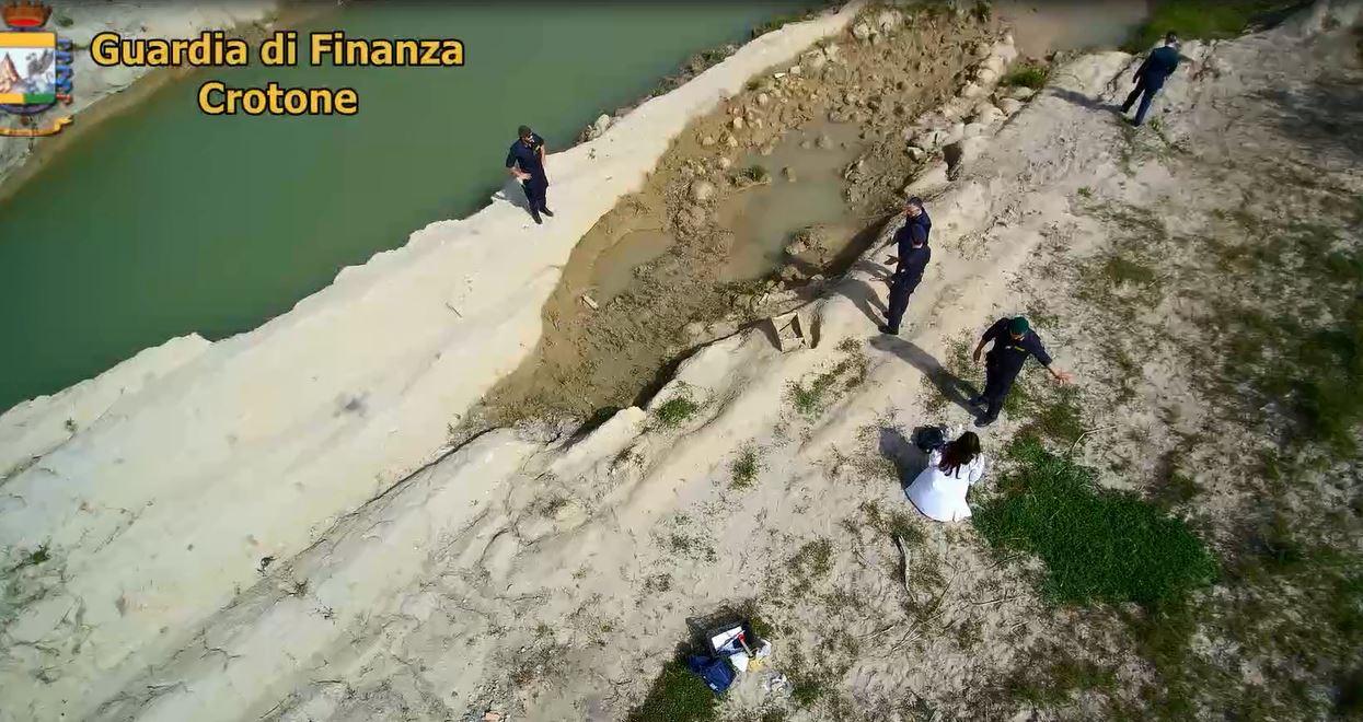 Rinvenuta a Crotone una tomba dell'età del Bronzo  Scoperta della guardia di finanza vicino al fiume Neto