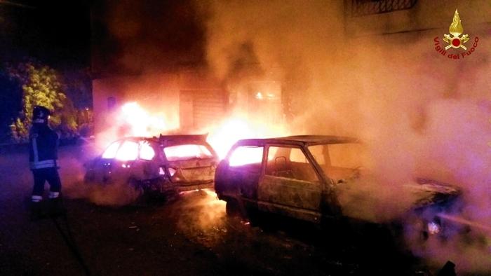 Due auto in fiamme in provincia di CatanzaroAttimi di paura per il propagarsi delle fiamme