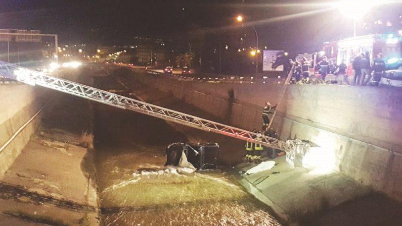 Finisce con l'auto nel torrente Calopinace a ReggioSoccorsi inutili, muore un uomo di 39 anni