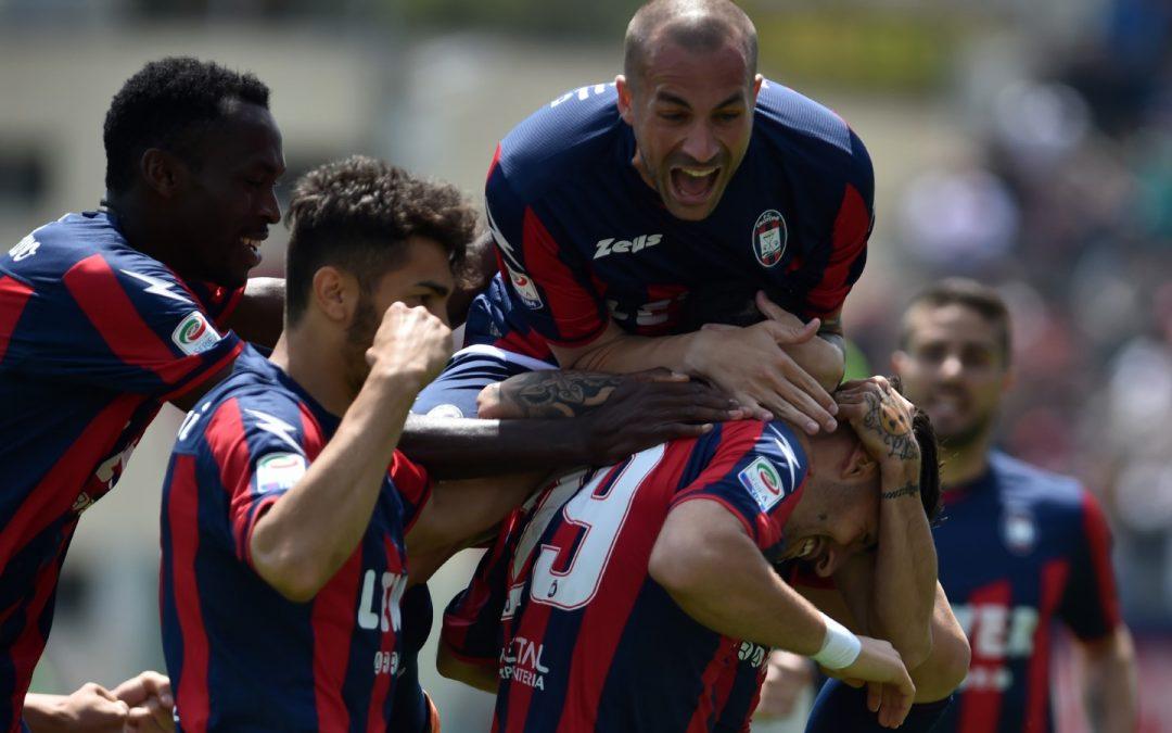 Serie A, trionfo Crotone in casa contro il Sassuolo  La salvezza è più vicina ma Zenga frena: «Niente è finito»