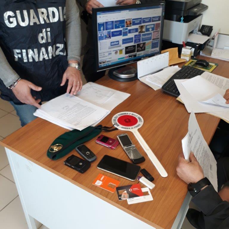 Arrestato web stalker in provincia di CosenzaPubblicava fotomontaggi pornografici su Facebook