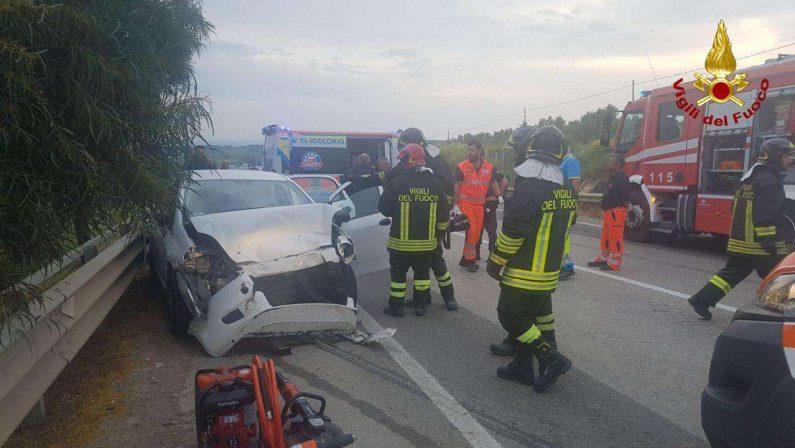 FOTO - Incidente stradale nei pressi di Isola Capo RizzutoLe immagini delle auto coinvolte nello scontro frontale
