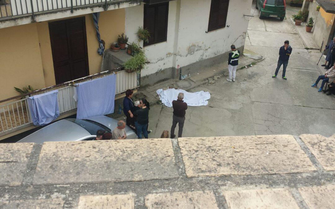Cade dal balcone mentre fa le pulizie  Muore una donna a Soriano nel Vibonese