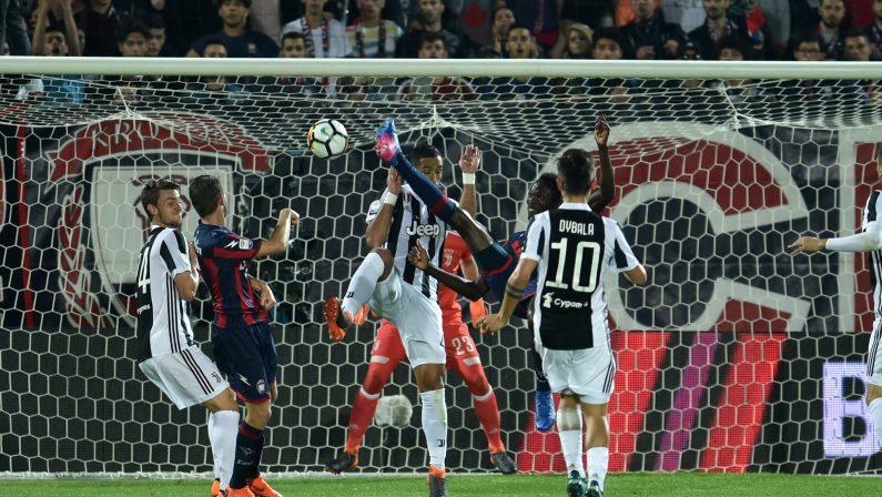Serie A, impresa Crotone: pari con la Juve e campionato riaperto, spettacolare rovesciata di Simy regala un punto d'oro ai calabresi