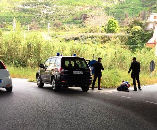 Rapinano un anziano nel Cosentino e fuggonoArrestati quattro rumeni dopo un inseguimento