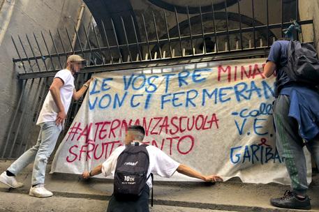 """""""No all'alternanza scuola-lavoro"""", il sit in a Napoli"""