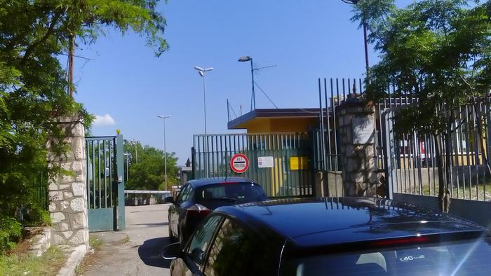 Matera, fino a 250 euro per introdurre in carcere pacchi con oggetti non consentiti: arrestati 2 agenti penitenziari