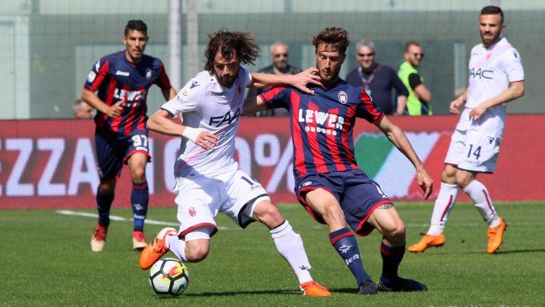 FOTO - Il Crotone batte il Bologna e torna a sperare per la salvezza in Serie A
