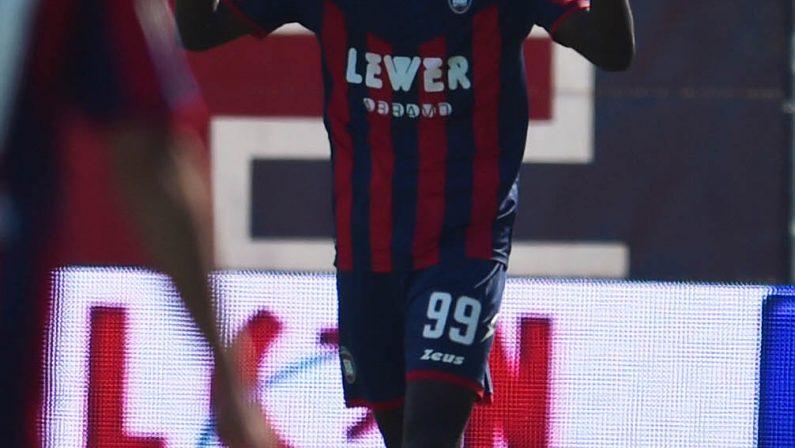 Serie B, pari del Crotone nello scontro col LivornoIn Serie C il Catanzaro vince il derby con polemicheDopo la sconfitta esonerato l'allenatore della Reggina