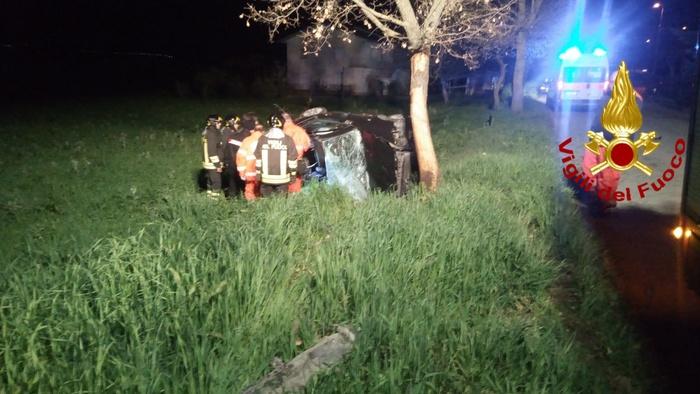 Tragedia in Irpinia: va a sbattere contro albero con l'auto: muore a 19 anni