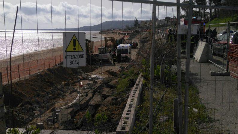 Tragedia sul lavoro a Crotone, morti due operaiCrolla un muro in un cantiere edile. C'è un ferito