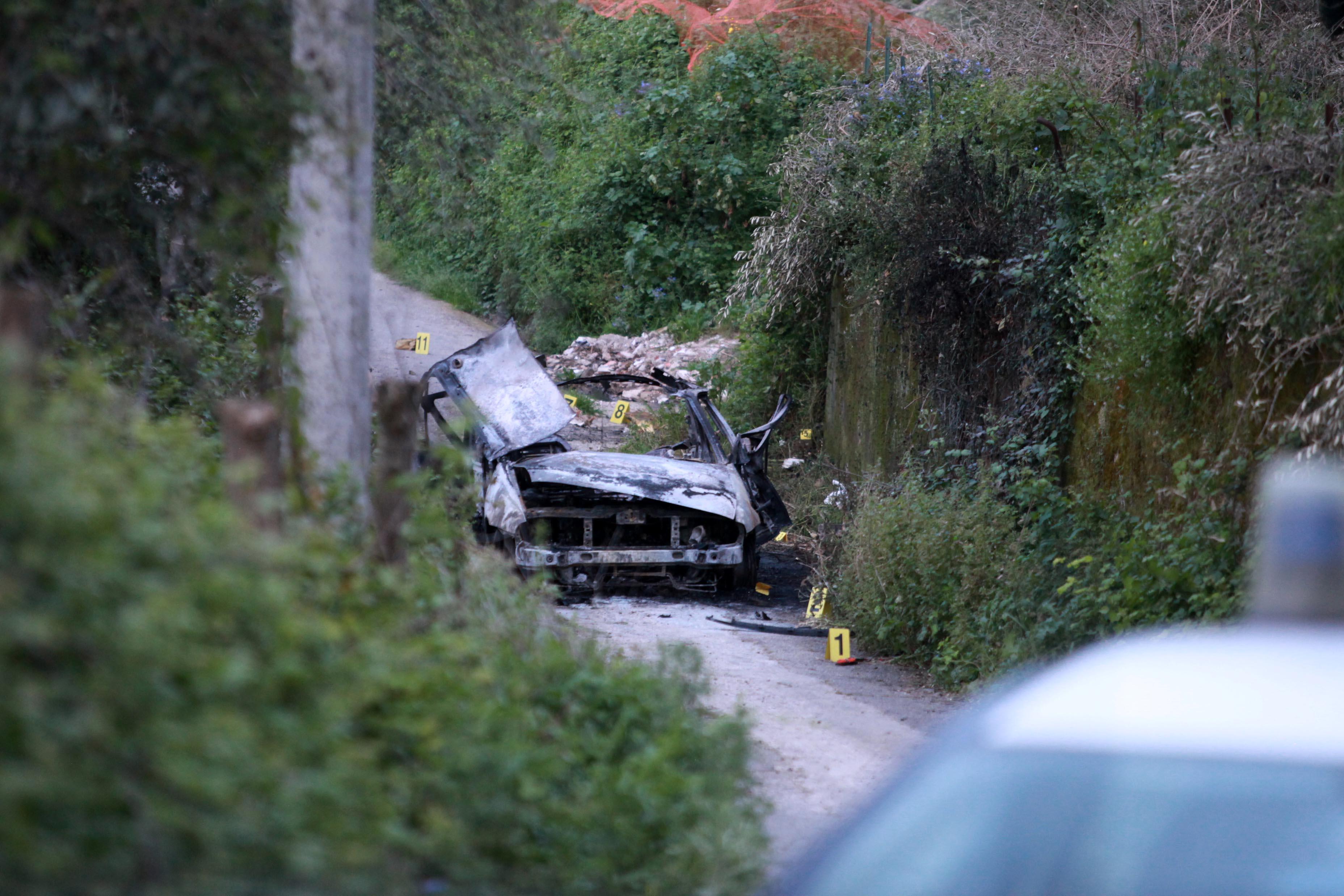 Auto esplode nel Vibonese, un morto e un ferito  Zona stretta sotto assedio, si indaga sulle cause