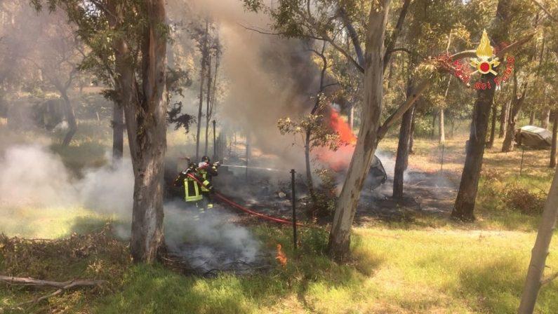 Incendio avvolge roulotte e provoca una esplosioneBoato per una bombola Gpl, paura nel Catanzarese