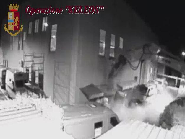 VIDEO – L'assalto alla Sicurtransport di Catanzaro e le telefonate con le richieste di aiuto