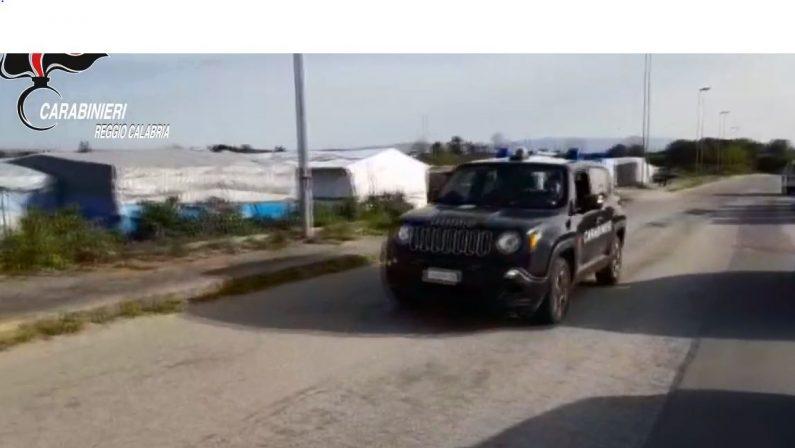 Nuovo incendio nella baraccopoli di San FerdinandoMorto aveva 29 anni, baracche distrutte e tensionePrimi migranti trasferiti. Cgil in marcia:«Soluzioni»