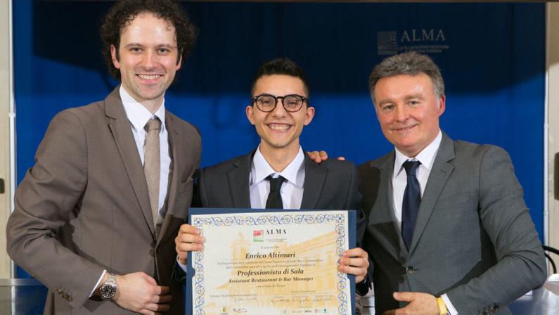 Catanzaresenella Scuola Internazionale di Cucina AlmaE' tra i venti con il diploma di professionista di sala