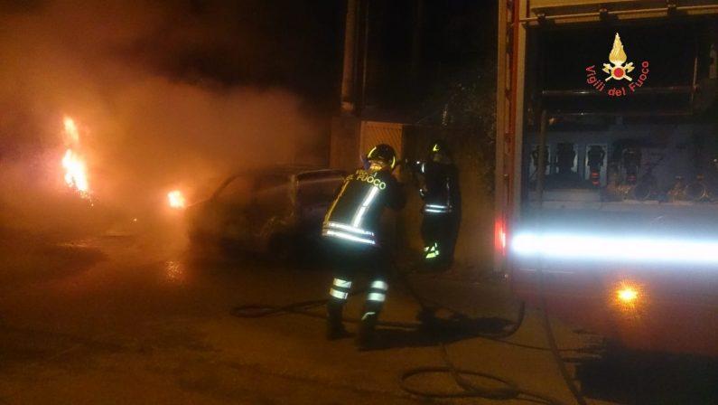 Si uccide per amore della ex, ma i carabinieri indaganoCadavere scoperto in un'auto data alle fiamme a Soverato