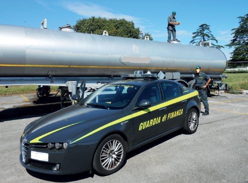 Sequestrata una cisterna di gasolio senza documentazione e con il contatore manomesso per falsare l'erogazione