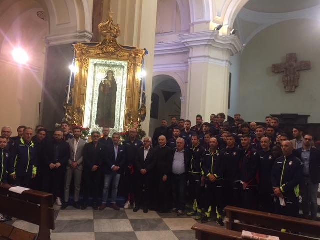 Il Crotone in pellegrinaggio in cerca della salvezzaContro il Napoli si gioca la permanenza in Serie A
