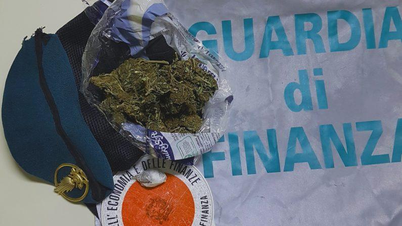 Viaggiavano con marijuana a bordo, arrestatiA casa di uno scoperte anche pillole dopanti