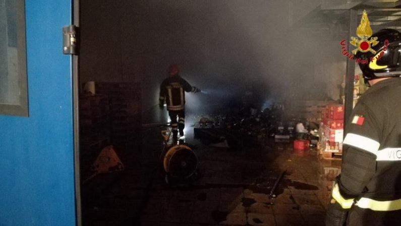 Crotone, esplosione nella notte in via BotteghelleDanni ad un locale adibito a vendita di bevande