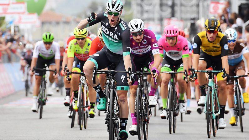 La tappa Calabrese del Giro di Italia va a BennettL'irlandese batte Viviani in volata a Praia a Mare