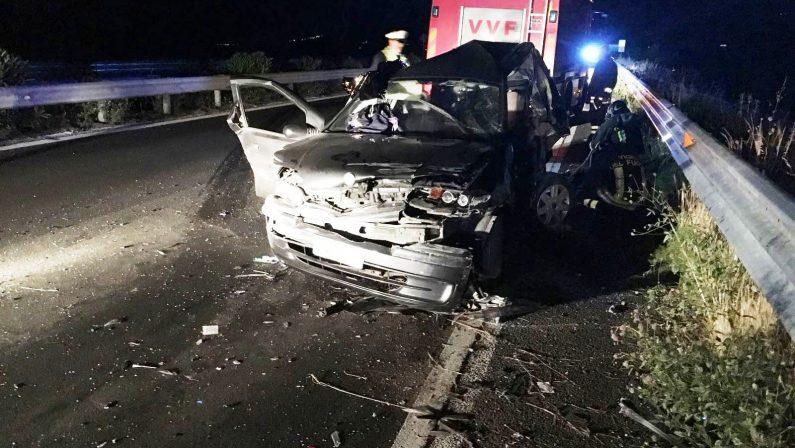 Grave tamponamento in provincia di Cosenza, un morto nello scontro tra due auto avvenuto sulla 106 Jonica