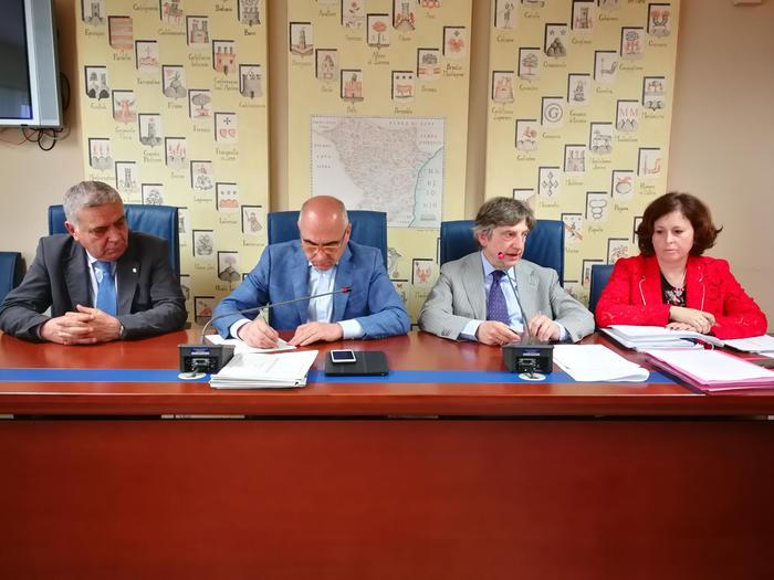Romaniello e Marsico (al centro) durante la riunione congiunta delle commissioni consiliari permanenti