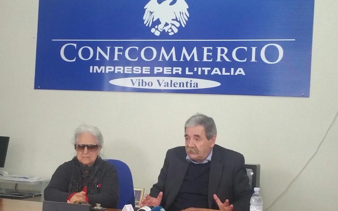 Rosaria Scarpulla con l'avvocato De Pace