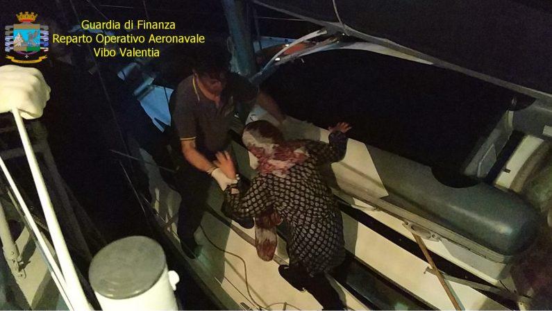 Crotone, intercettato veliero con a bordo 31 migrantitra cui 5 donne e 5 minori stipati in condizioni disumane