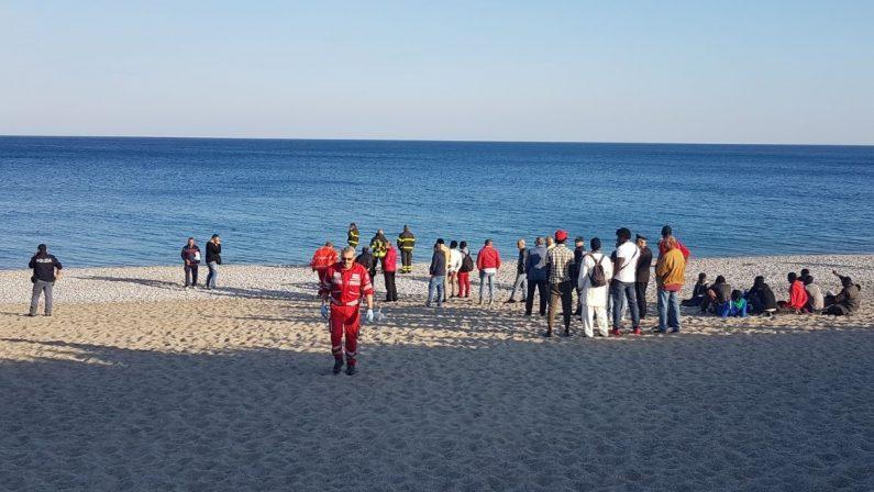 Scomparsi in mare mentre tentavano di recuperare un palloneAvviate le ricerche per due ragazzi a Catanzaro Lido