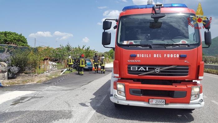 Maxi incendio di rifiuti nel Napoletano: sul posto 50 vigili Fuoco
