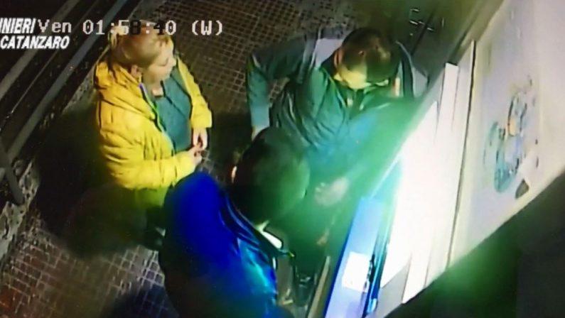Rapinano e picchiano anziano solo in casa a Lamezia  Sette persone arrestate, c'è anche un minorenne
