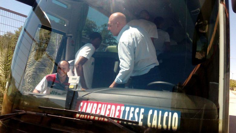 Calcio, preso a sassate autobus della SambenedetteseLa squadra si trova a Cosenza per la gara di play off