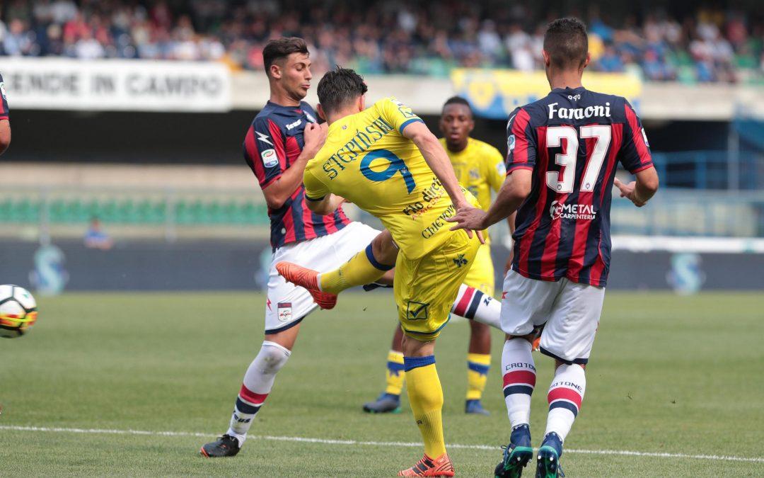 Una immagine di Chievo-Crotone dello scorso campionato