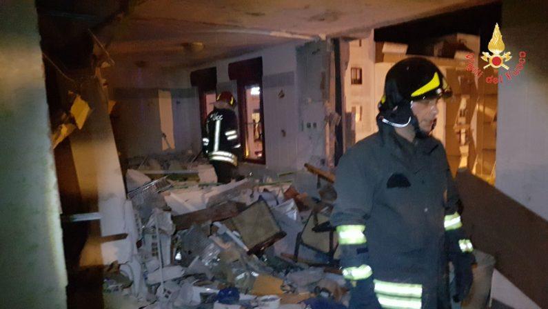 Esplosione in appartamento Crotone, aperta indagineIl magistrato ipotizza il reato di omicidio colposo