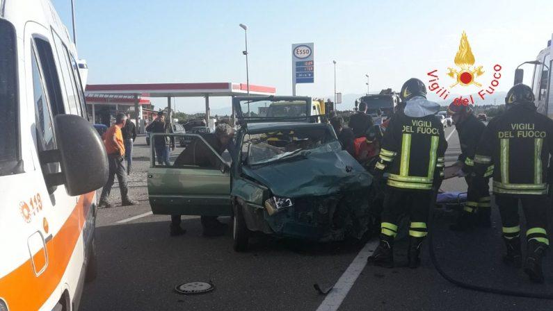 La statale 106 miete un'altra vittima nel CatanzareseScontro frontale tra due auto: morto un uomo