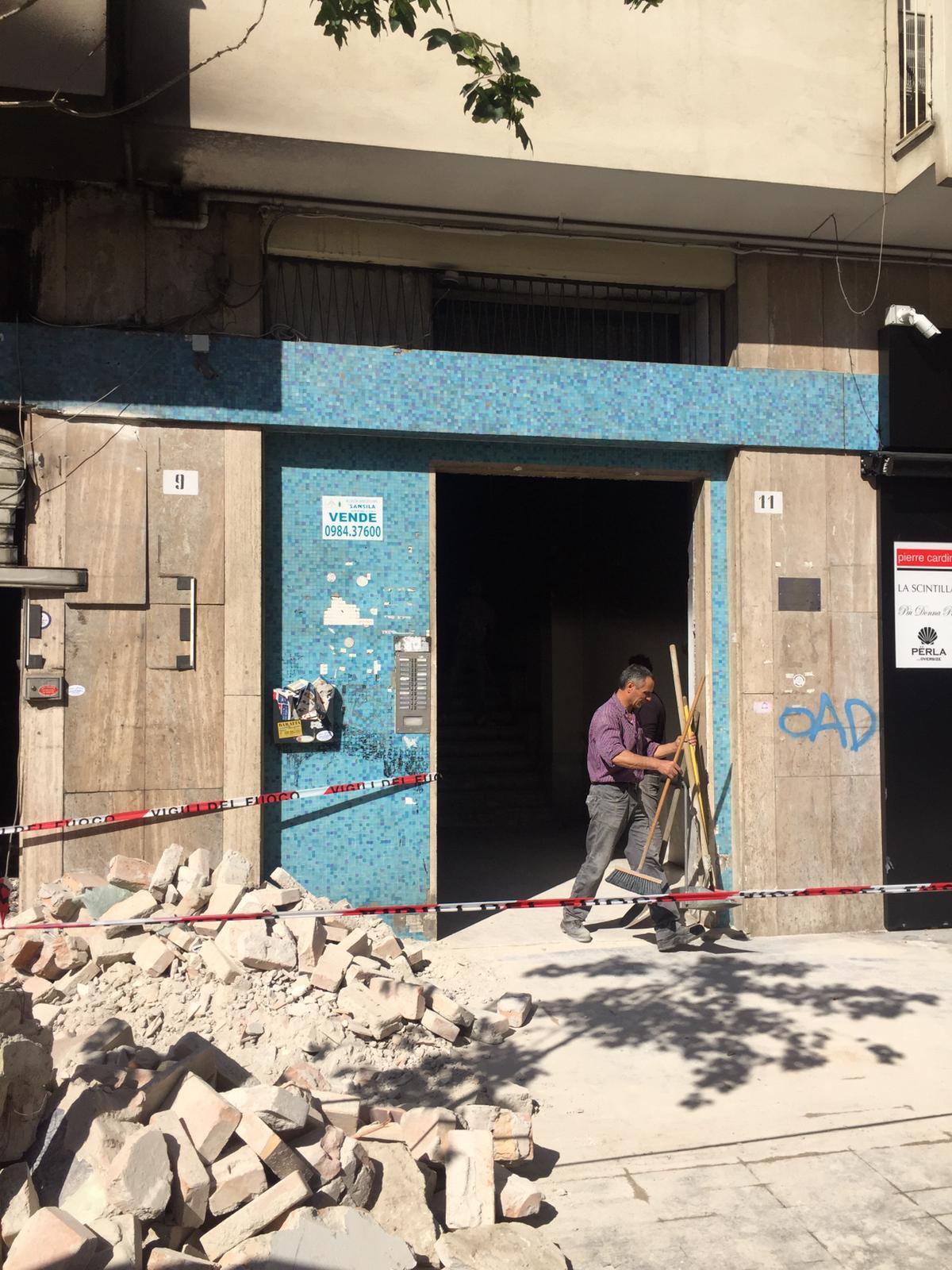 VIDEO - Attentato a Cosenza, distrutto un bar aperto da pochi mesi. Danni allo stabile