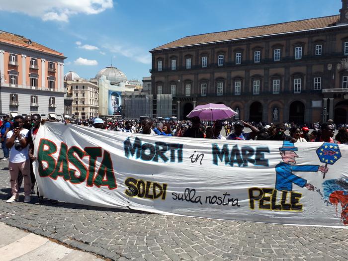 Diritti: migliaia di migranti in corteo a Napoli