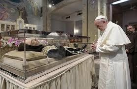 Crocifisso stimmate vicino a resti Padre Pio: il 50esimo anniversario della morte