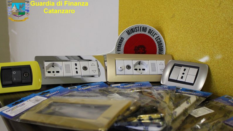 Materiale elettrico contraffatto e pericoloso a LameziaSequestrati migliaia di pezzi in diversi negozi