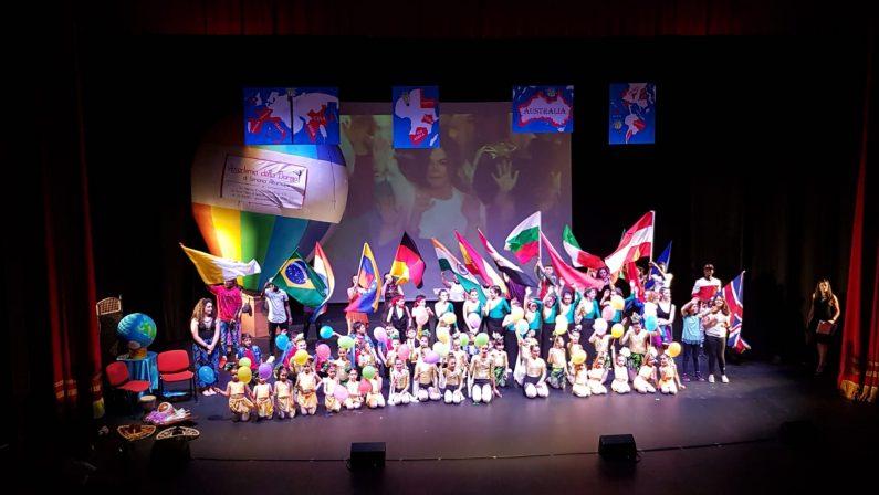 VIDEO - Siamo tutti figli della stessa terra, un no al razzismoLa chiusura dello spettacolo a Montalto Uffugo