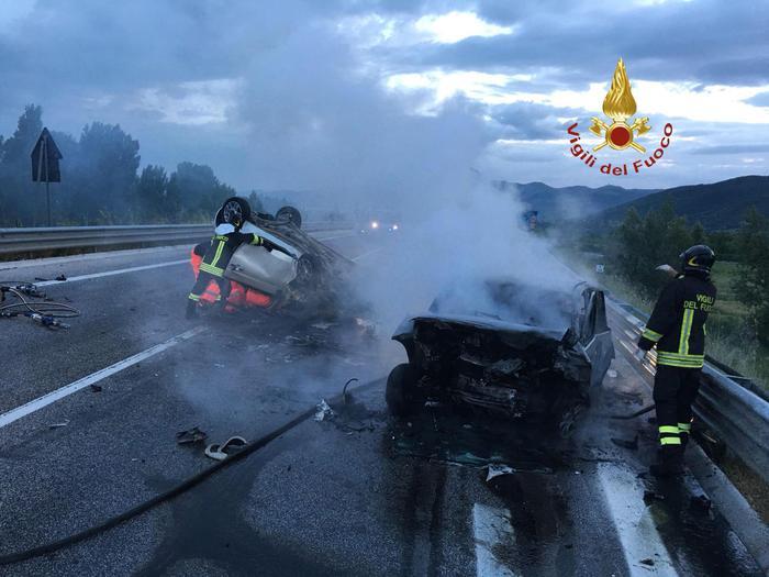 Tragedia in Umbria, scontro frontale tra due autoTre persone sono morte, una era originaria di Cosenza