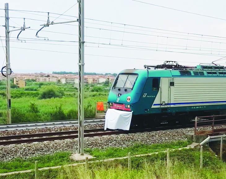 Tragedia sulla ferrovia nel Cosentino, muore una donnaTravolta e uccisa da un treno regionale diretto a Cosenza