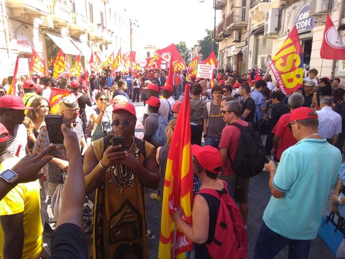 Migrante sindacalista ucciso nel Vibonese, ai domiciliari l'uomo che lo ha ucciso