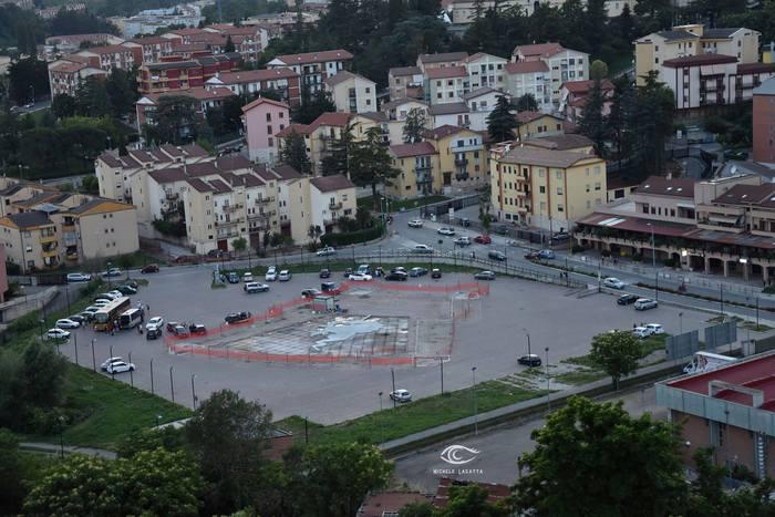 Melfi, i 5 Stelle vogliono cancellare piazza Craxi. Il figlio Bobo: «La difenderò con la forza»