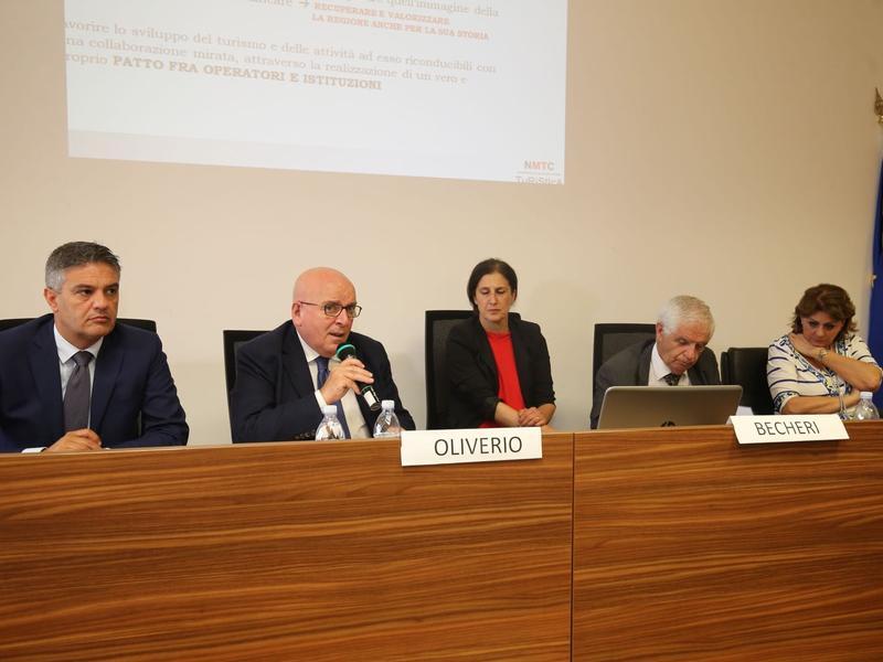 Presentato il XV rapporto sul turismo in Calabria, numeri positivima per Oliverio «serve un patto tra Regione, comune e operatori»