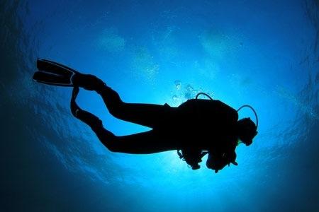 Risale dal fondo del mare troppo in fretta  Sub costretto alla camera iperbarica, nel cosentino