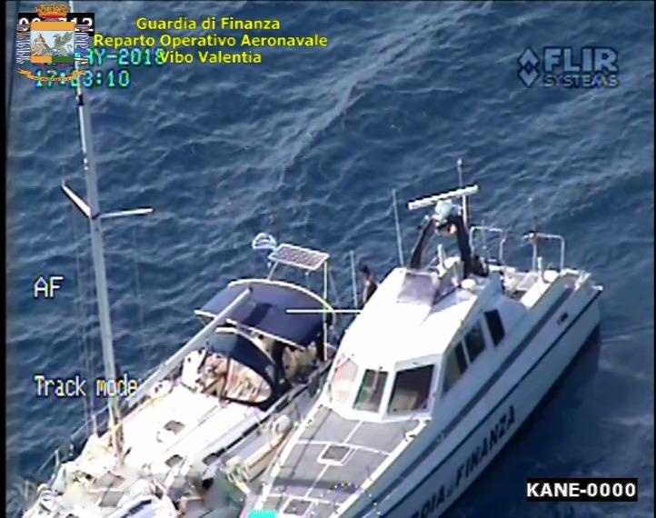 Gruppo di dieci migranti sbarcati nel RegginoBloccata la barca a vela con i due scafisti