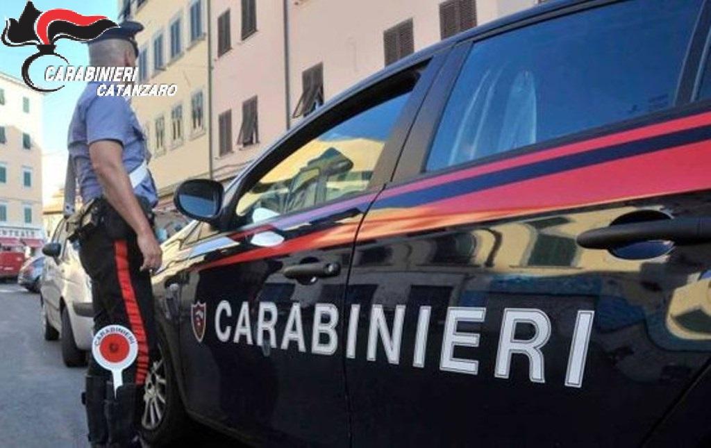 Droga gettata dal finestrino dell'auto in corsa  Arrestato un 44enne dai carabinieri nel catanzarese